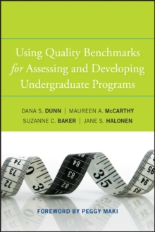 Using Quality Benchmarks for Assessing and Developing Undergraduate Programs, Hardback Book