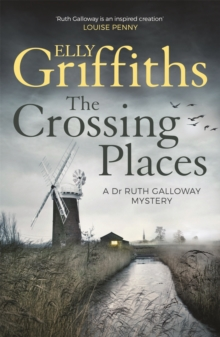 The Crossing Places : The Dr Ruth Galloway Mysteries 1, Paperback Book